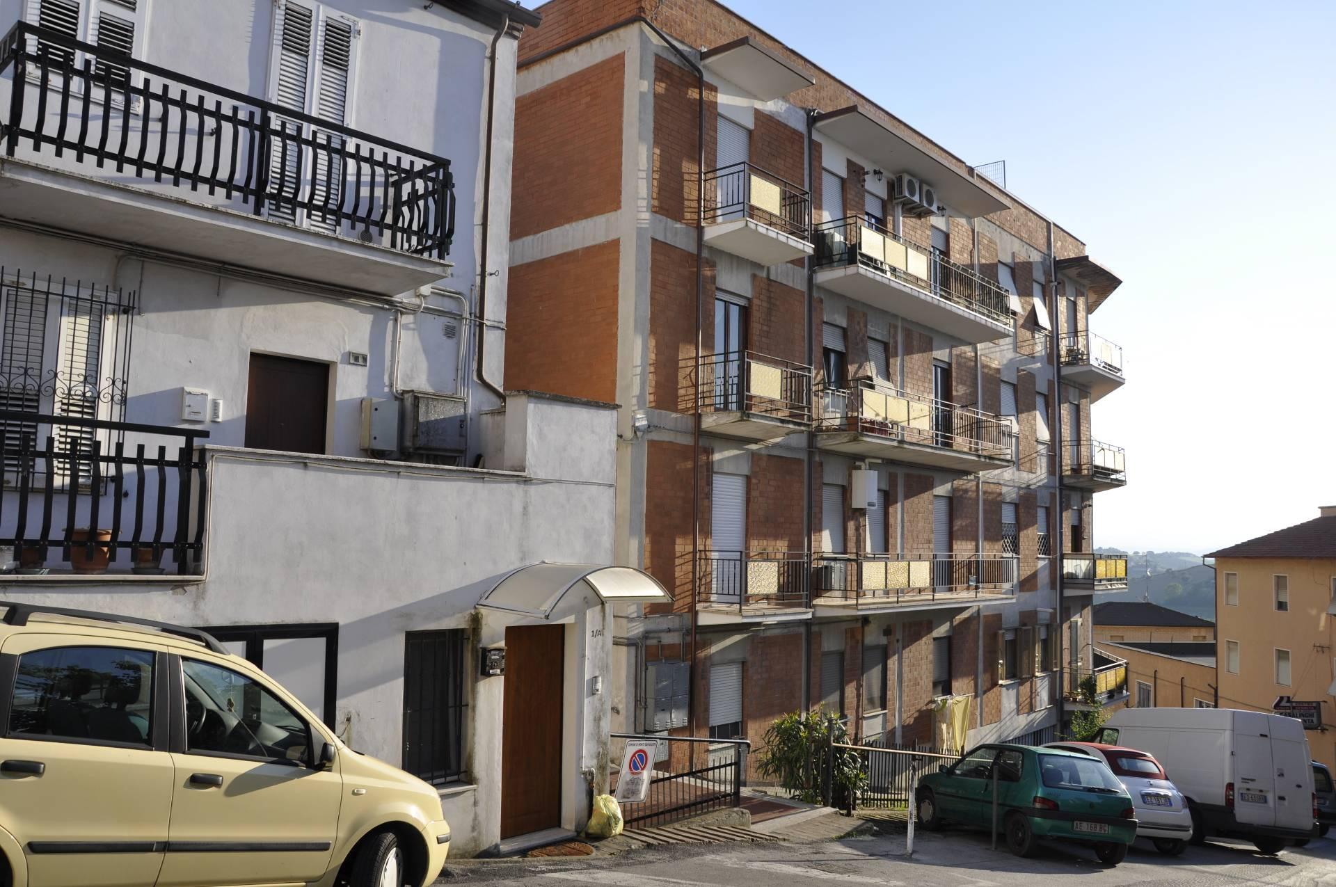 Appartamento in vendita a Monte San Giusto, 4 locali, prezzo € 39.000 | Cambio Casa.it