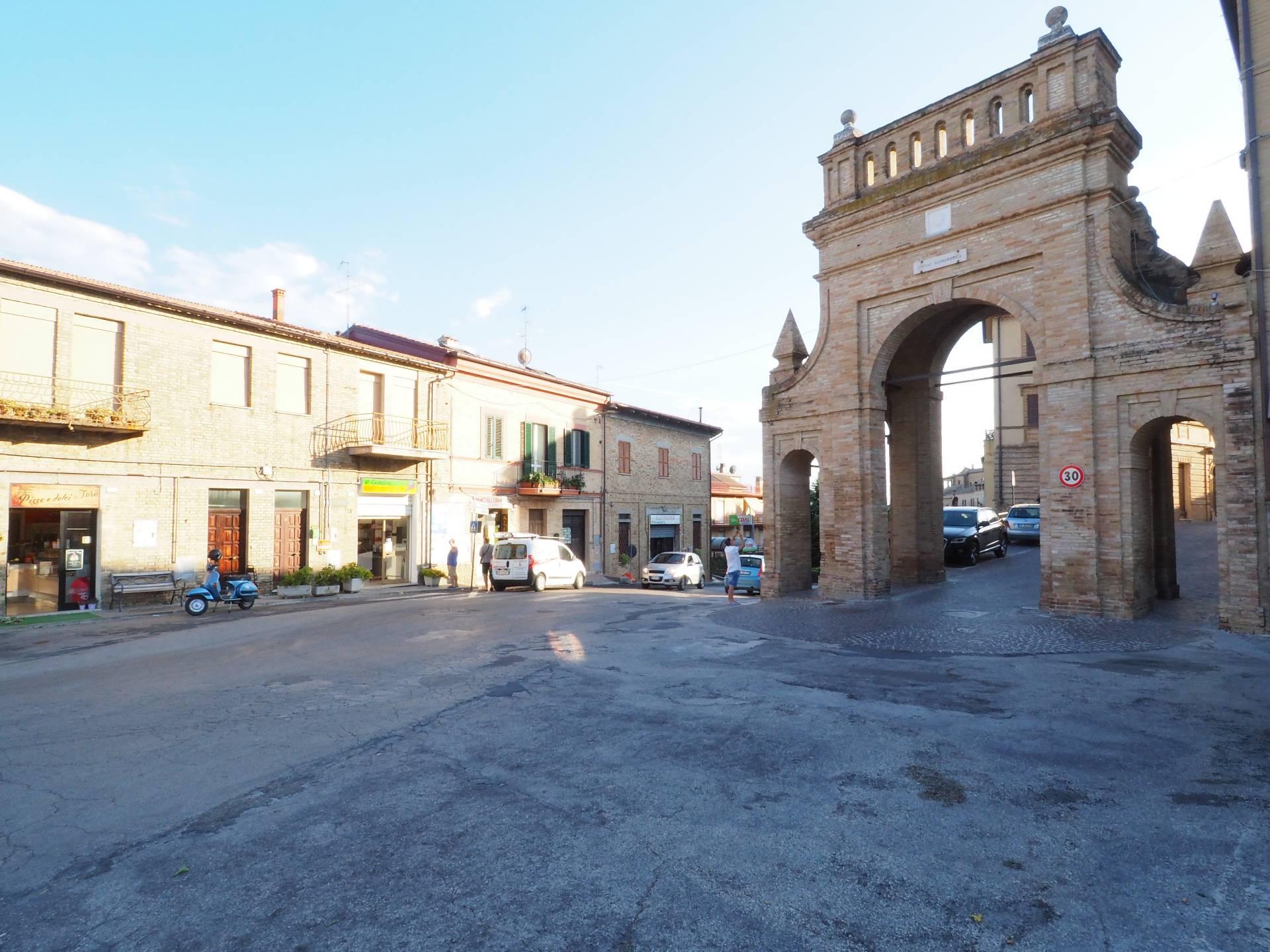 Negozio / Locale in vendita a Morrovalle, 9999 locali, Trattative riservate | CambioCasa.it