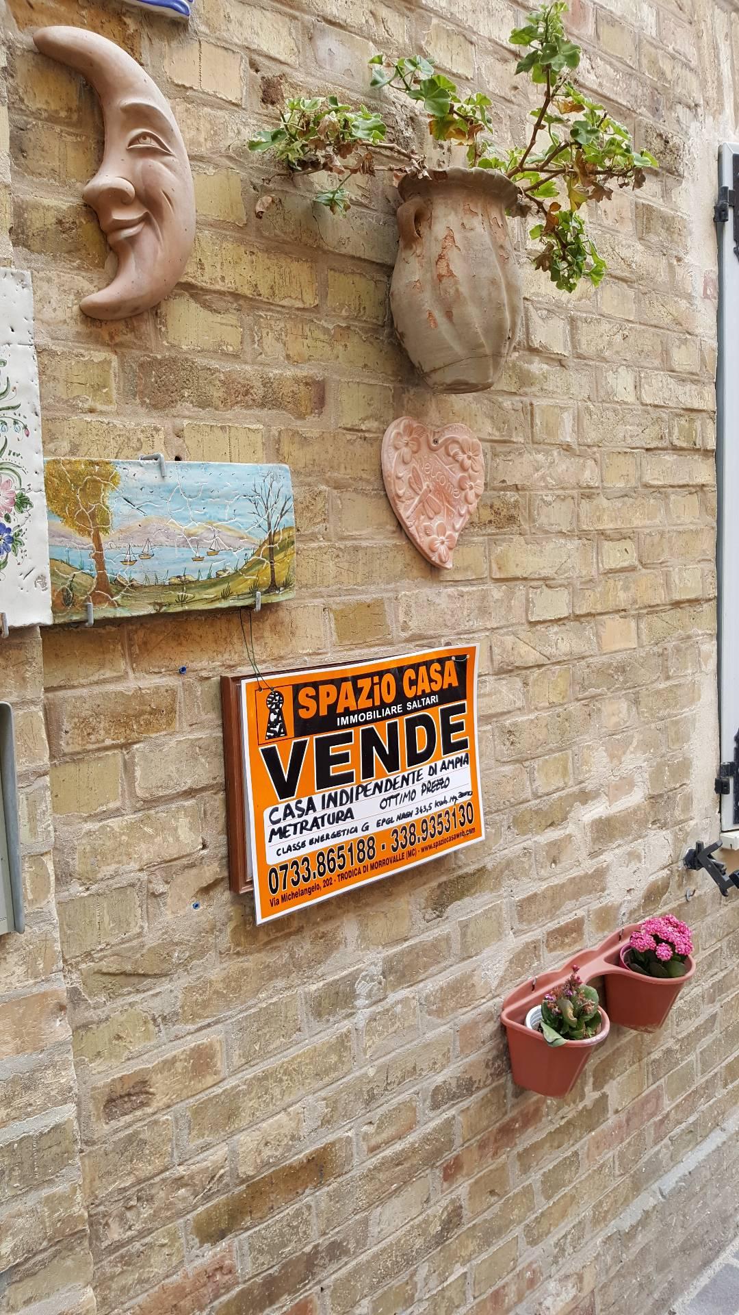 Soluzione Indipendente in vendita a Potenza Picena, 10 locali, zona Località: PortoPotenzaPicena, prezzo € 180.000 | CambioCasa.it