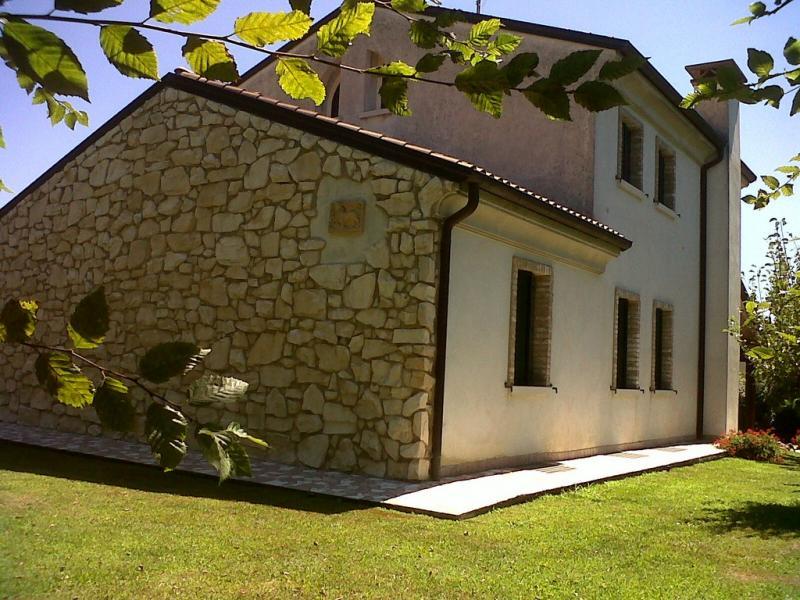 Rustico / Casale in vendita a San Pietro di Feletto, 12 locali, prezzo € 1.250.000 | CambioCasa.it