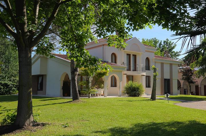 Villa in vendita a Preganziol, 14 locali, Trattative riservate | Cambio Casa.it
