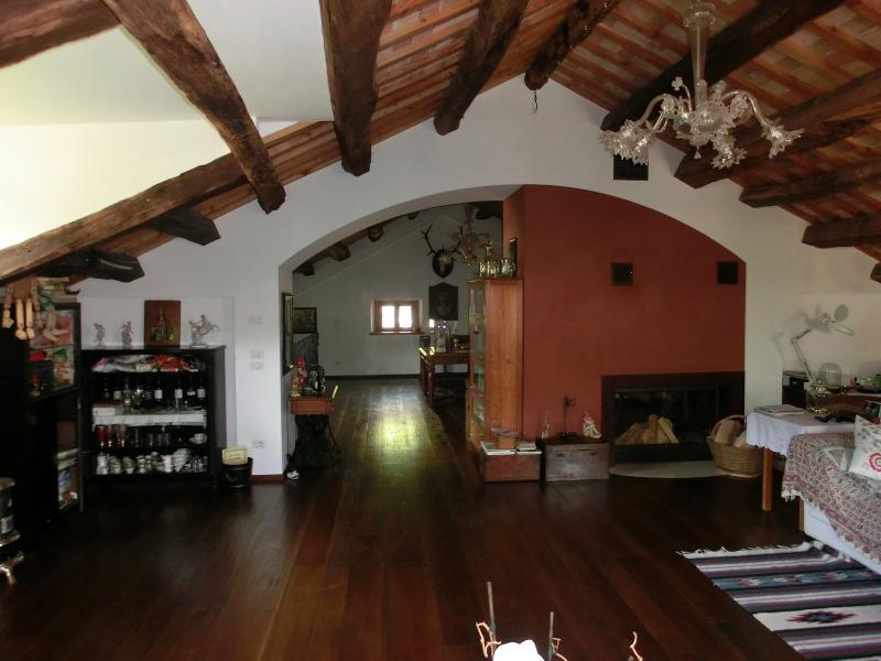 Palazzo / Stabile in vendita a Cison di Valmarino, 10 locali, zona Zona: Mura, Trattative riservate | CambioCasa.it