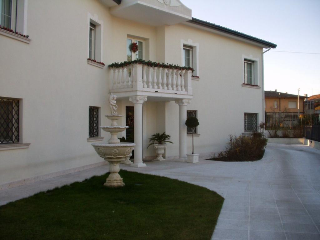 Villa in vendita a Paese, 10 locali, zona Zona: Postioma, prezzo € 570.000 | CambioCasa.it