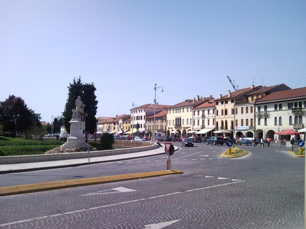 Negozio / Locale in affitto a Castelfranco Veneto, 9999 locali, prezzo € 4.000 | Cambio Casa.it