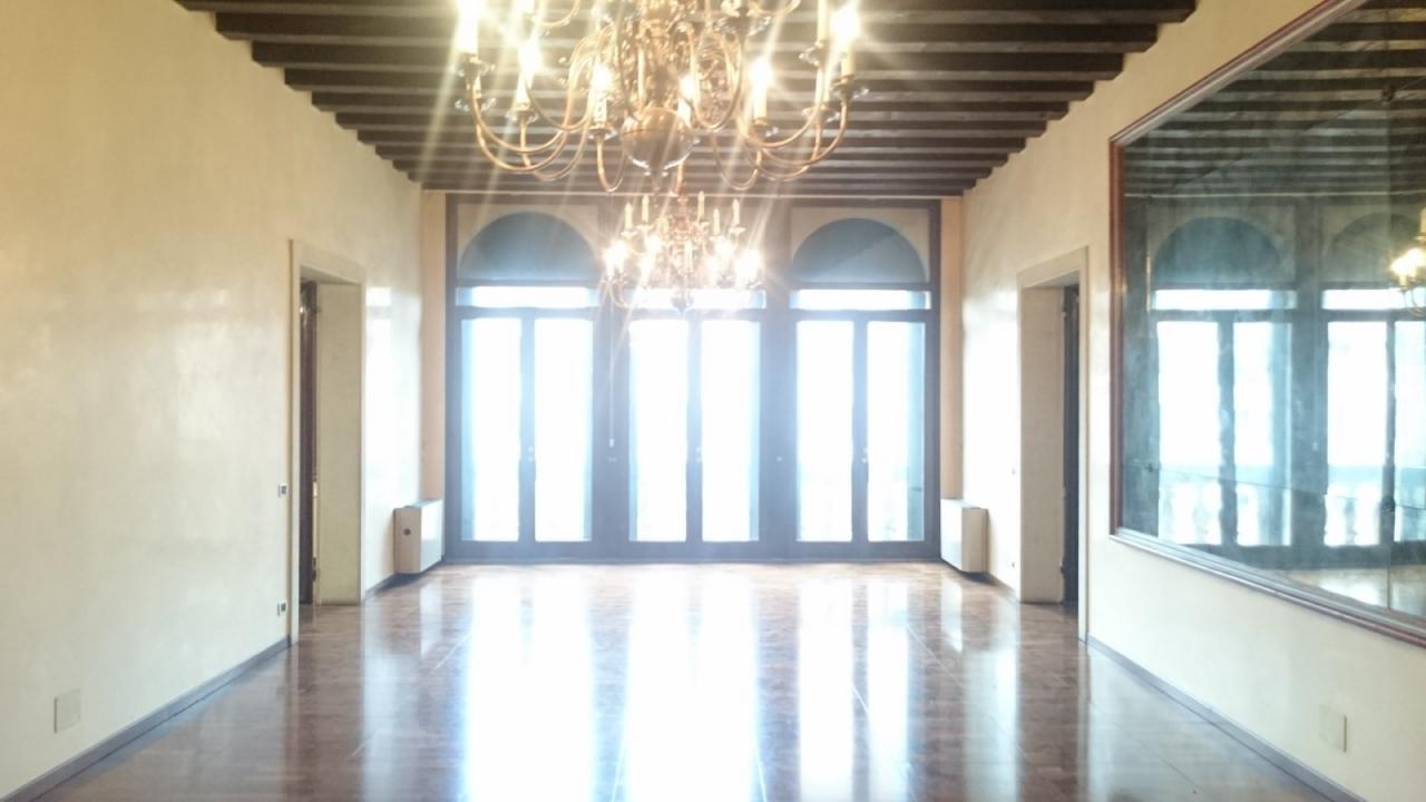 Ufficio / Studio in affitto a Castelfranco Veneto, 9999 locali, prezzo € 2.500 | CambioCasa.it