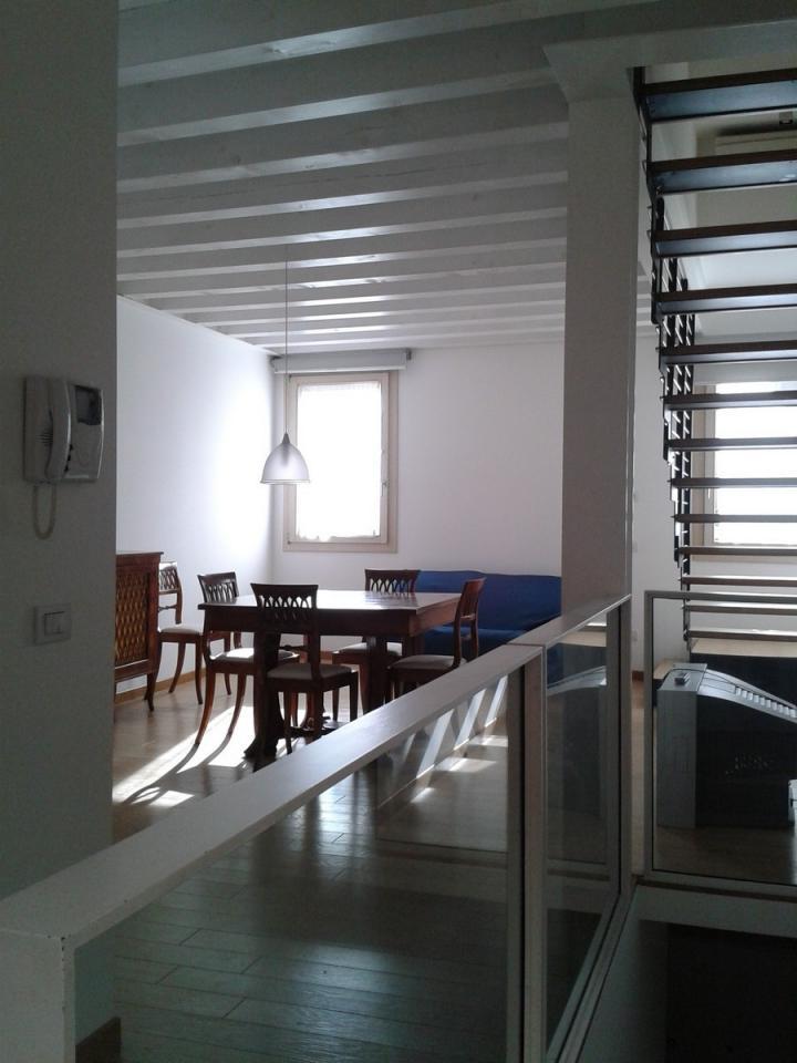 Appartamento in affitto a Treviso, 4 locali, zona Località: Centrostorico, prezzo € 950 | Cambio Casa.it