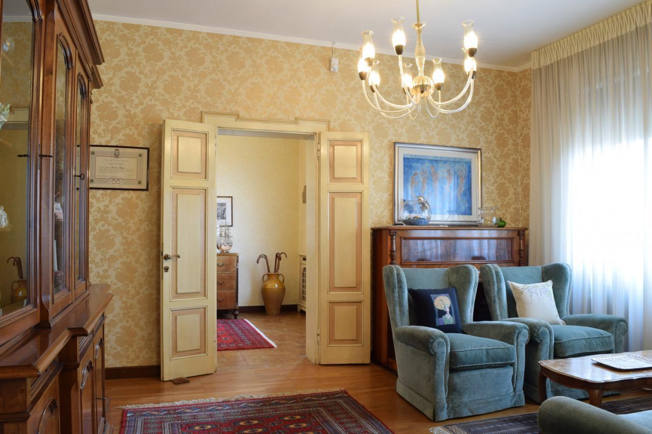 Villa in vendita a Roncade, 15 locali, zona Località: Centro, Trattative riservate | Cambio Casa.it