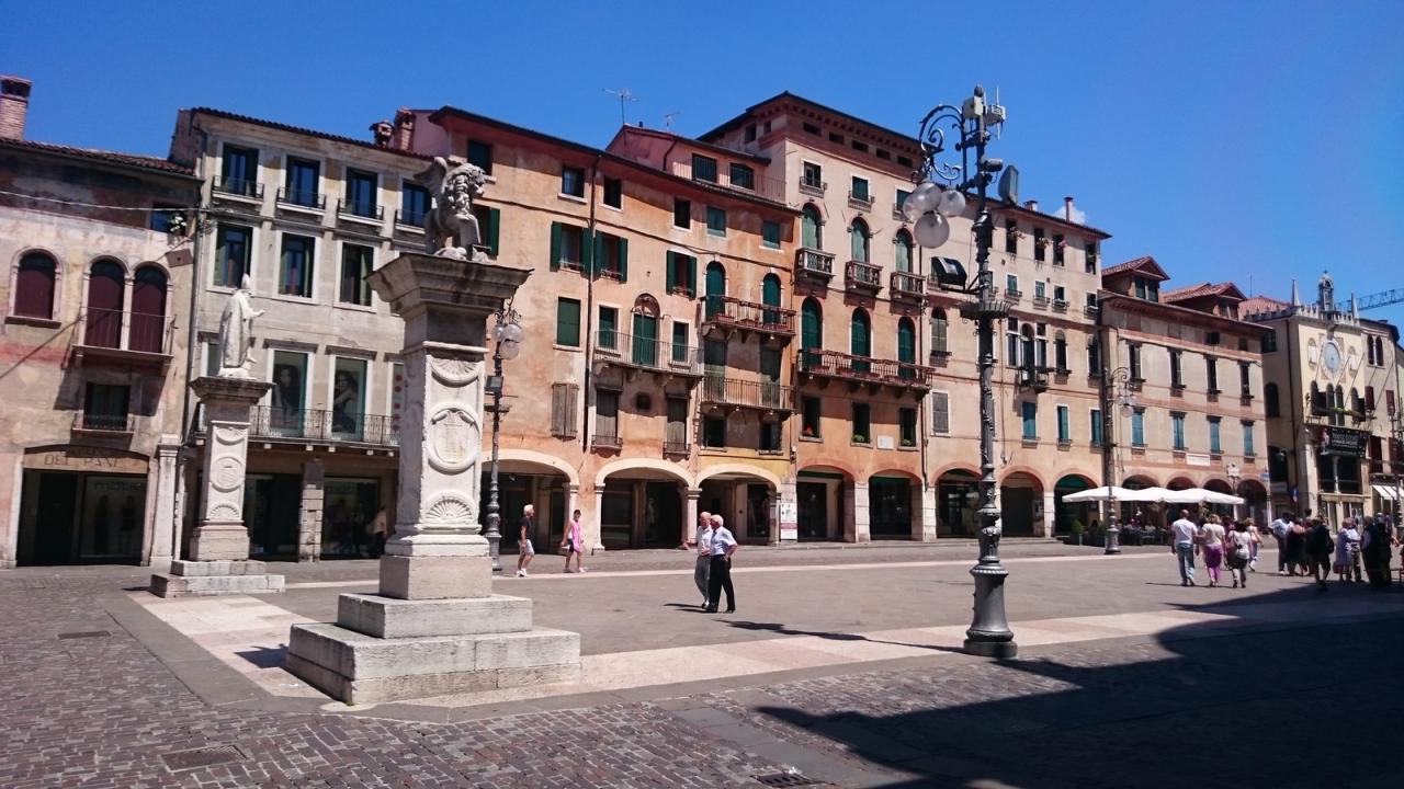 Negozio / Locale in affitto a Bassano del Grappa, 9999 locali, prezzo € 3.500 | Cambio Casa.it