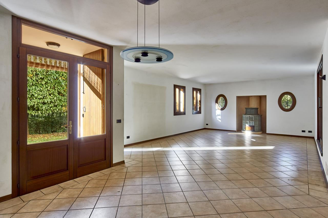 Villa in vendita a Volpago del Montello, 13 locali, prezzo € 430.000   CambioCasa.it