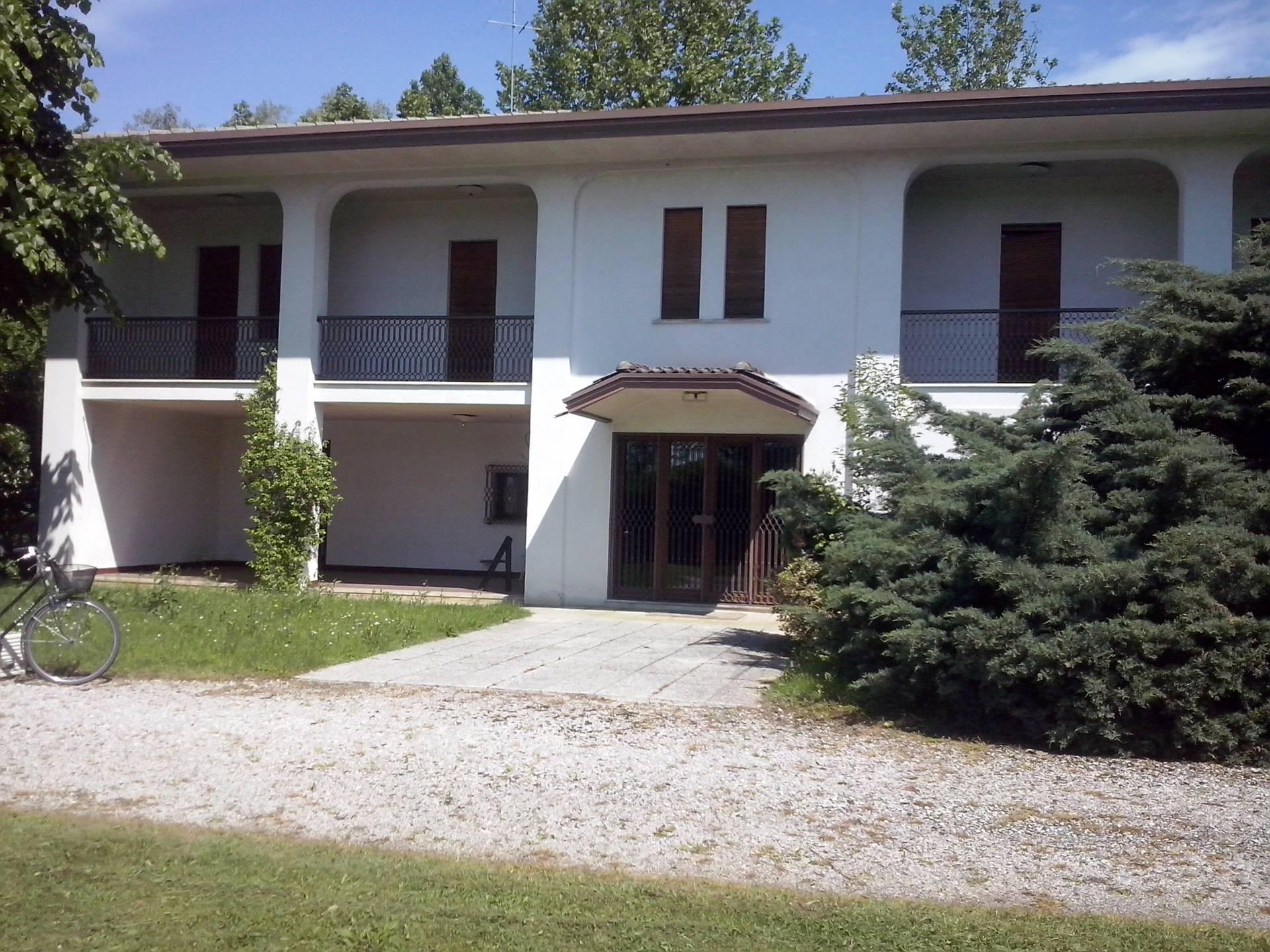 Villa in affitto a Treviso, 10 locali, zona Località: Selvana, Trattative riservate | CambioCasa.it