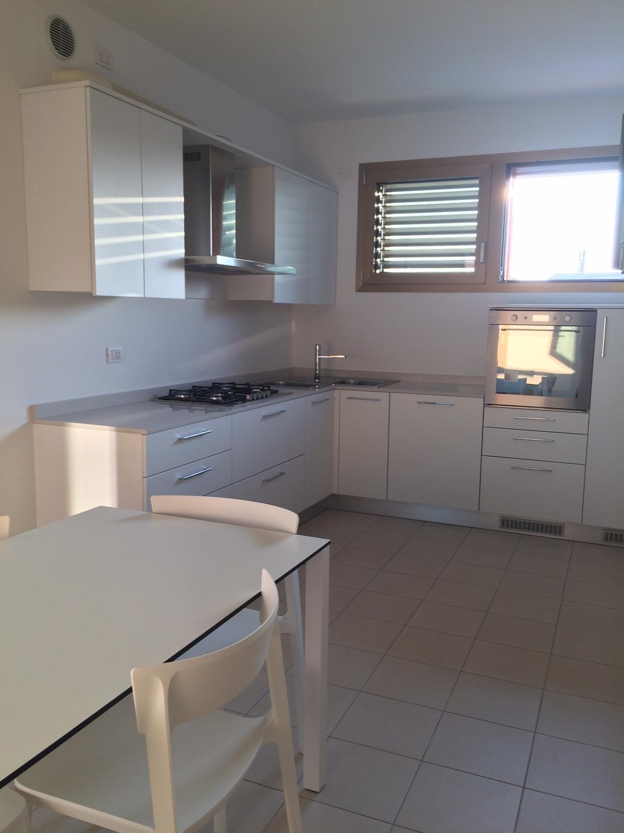 Appartamento in affitto a Treviso, 4 locali, zona Località: Intornomura, prezzo € 1.500 | Cambio Casa.it