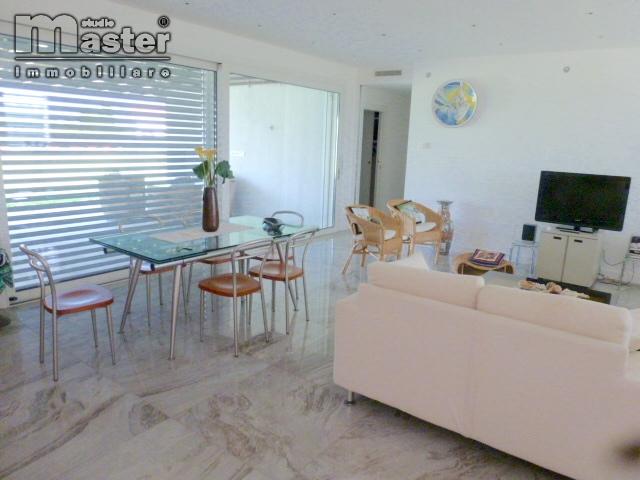 Villa in affitto a Silea, 6 locali, prezzo € 2.000 | CambioCasa.it
