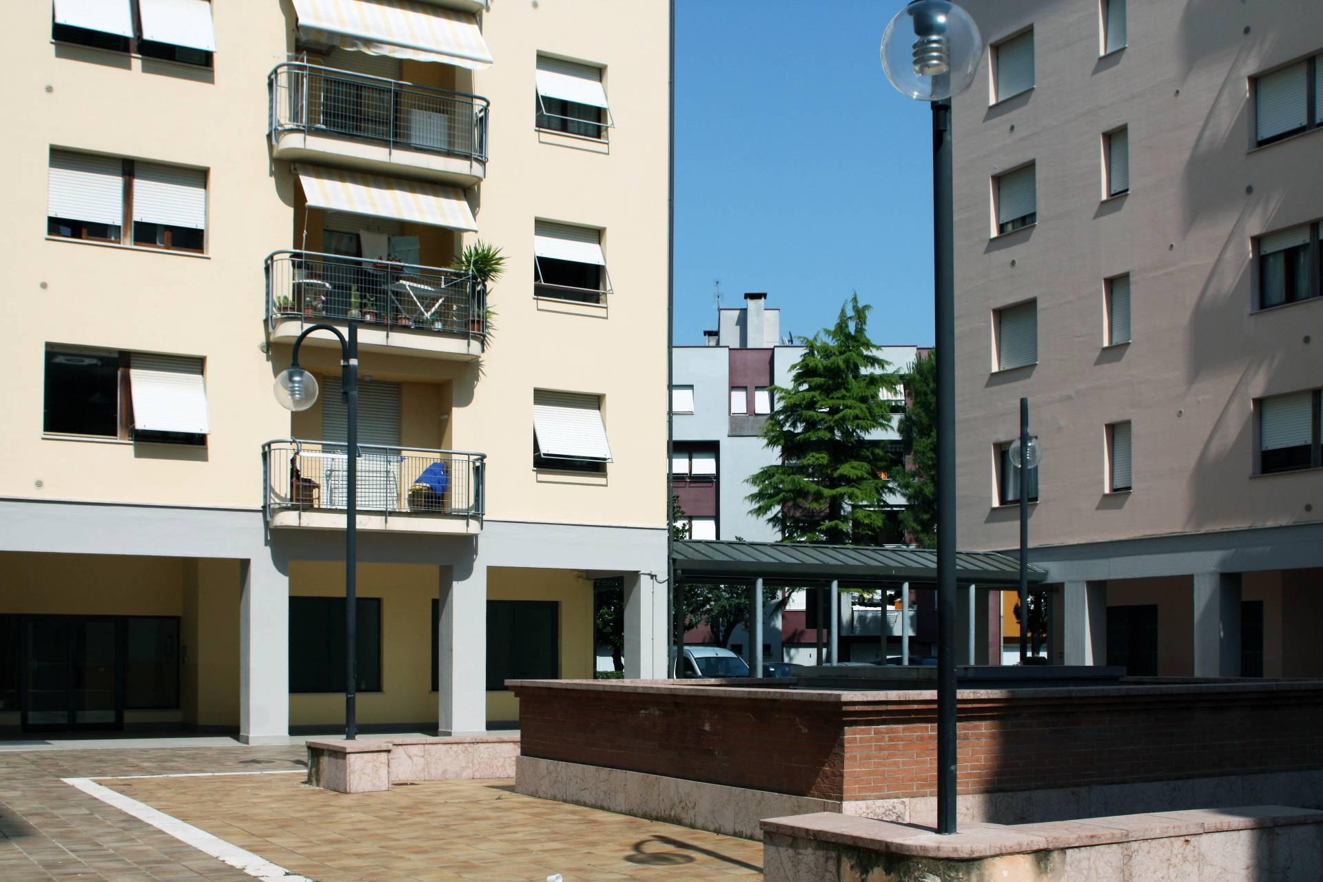 Appartamento in vendita a Chiaravalle, 4 locali, prezzo € 57.000 | Cambio Casa.it