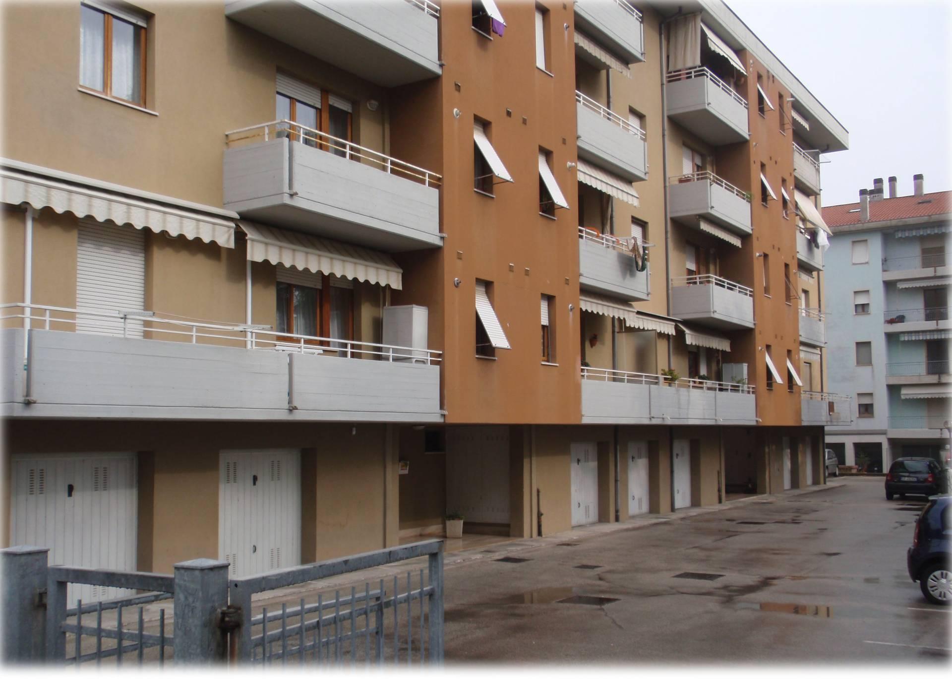 Appartamento in vendita a Monte San Vito, 4 locali, zona Zona: Borghetto, prezzo € 105.000 | Cambio Casa.it