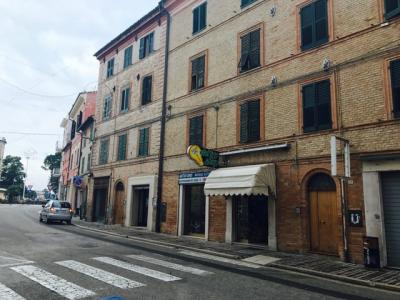 commerciale in Vendita a Chiaravalle
