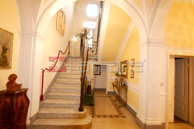 Villa in vendita a Pontedera, 15 locali, prezzo € 850.000 | CambioCasa.it