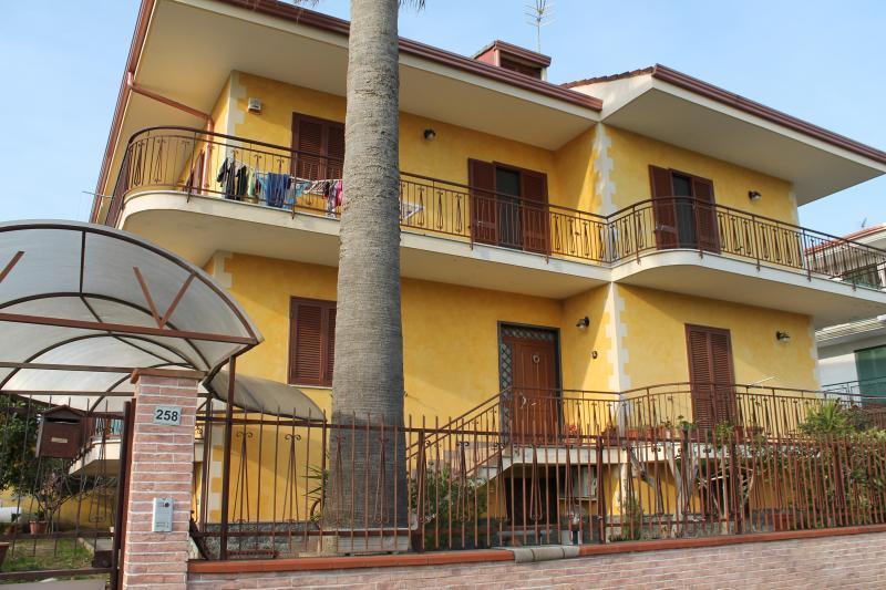 Soluzione Indipendente in vendita a Maddaloni, 12 locali, prezzo € 360.000 | Cambio Casa.it
