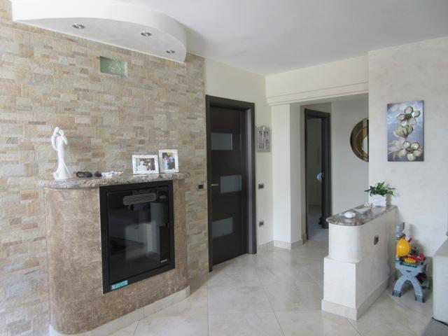 Soluzione Indipendente in vendita a Maddaloni, 10 locali, prezzo € 267.000 | Cambio Casa.it