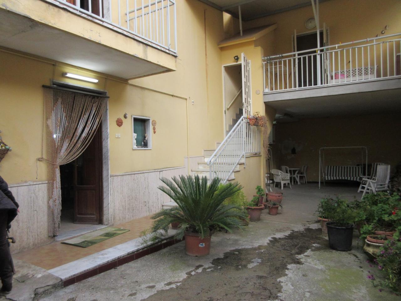 Soluzione Indipendente in vendita a Maddaloni, 9 locali, Trattative riservate | Cambio Casa.it
