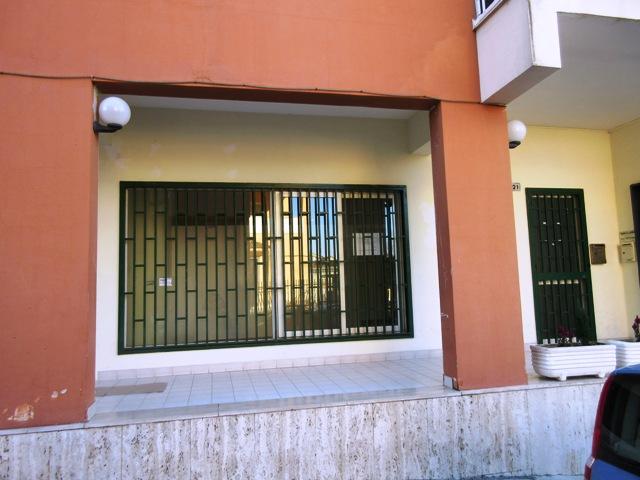 Negozio / Locale in affitto a Maddaloni, 9999 locali, prezzo € 300 | Cambio Casa.it