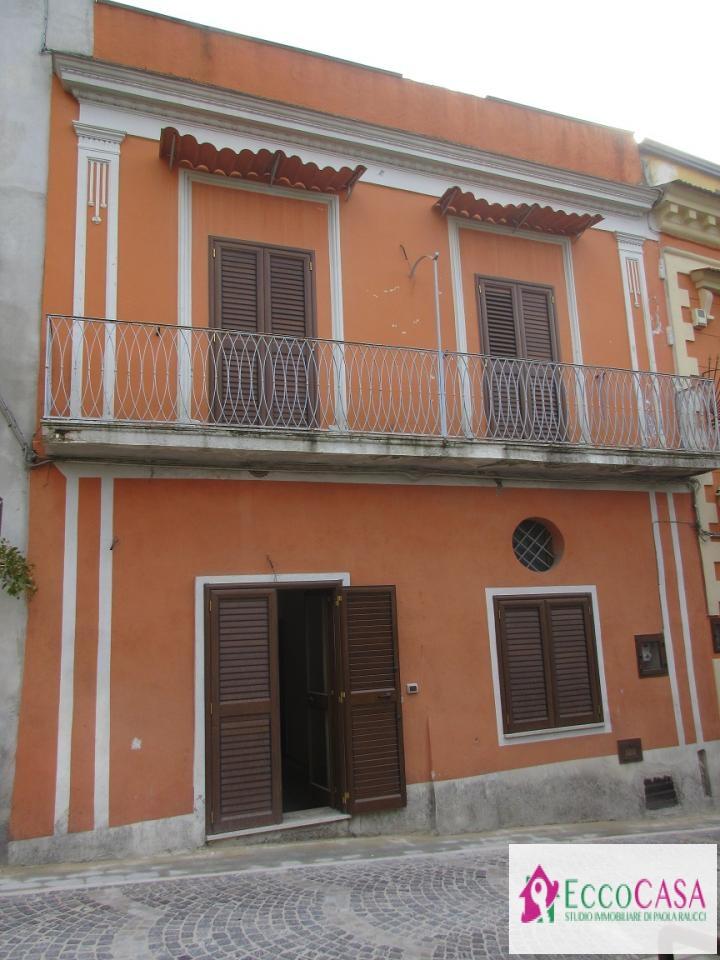 Soluzione Indipendente in vendita a Cervino, 3 locali, prezzo € 65.000 | Cambio Casa.it