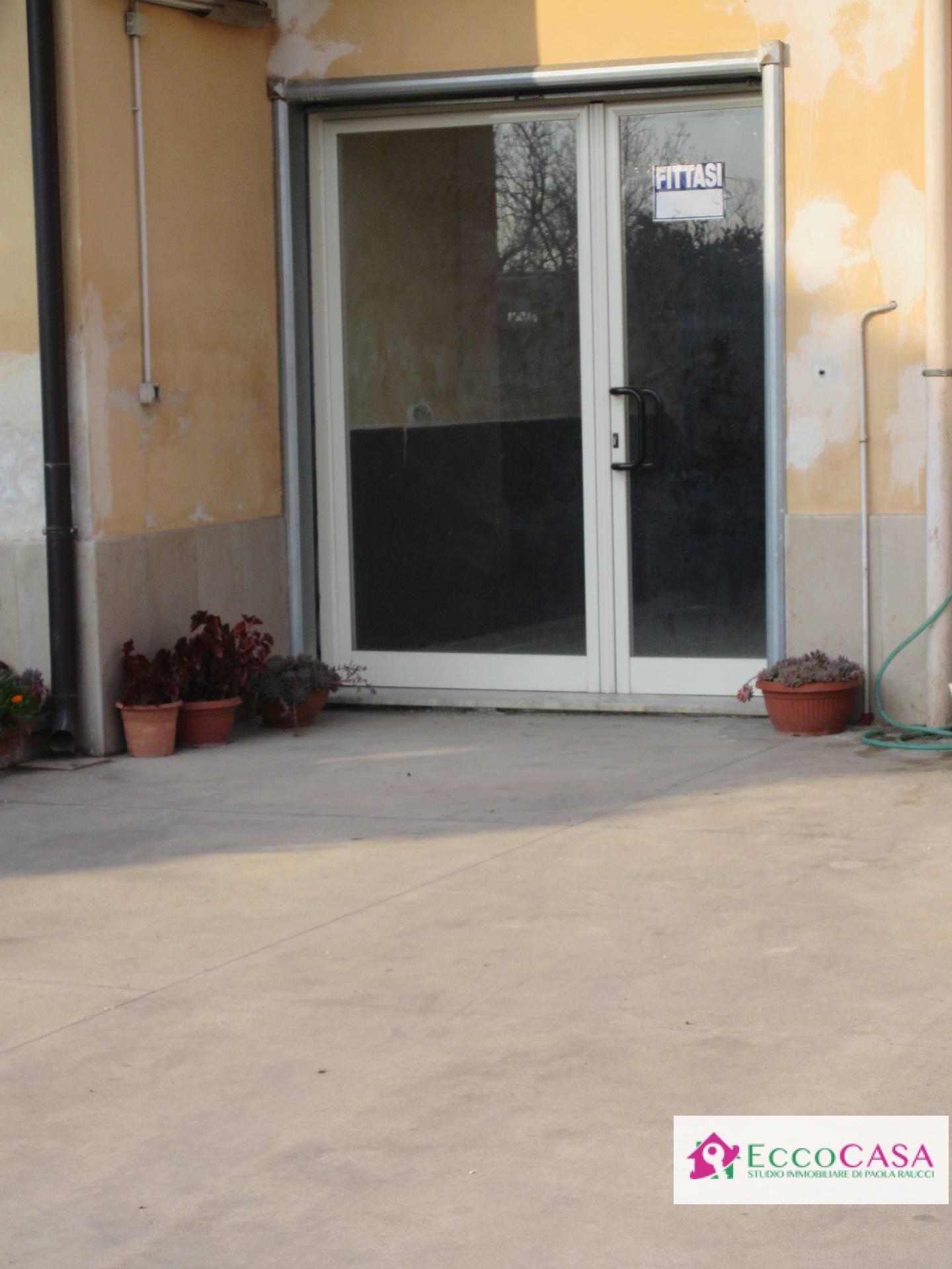 Negozio / Locale in affitto a Santa Maria a Vico, 9999 locali, prezzo € 370 | Cambio Casa.it