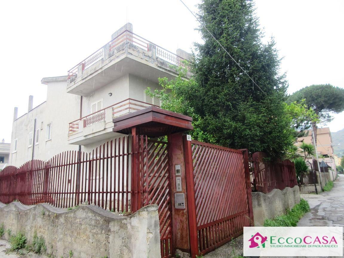 Appartamento in vendita a Maddaloni, 4 locali, prezzo € 140.000 | Cambio Casa.it