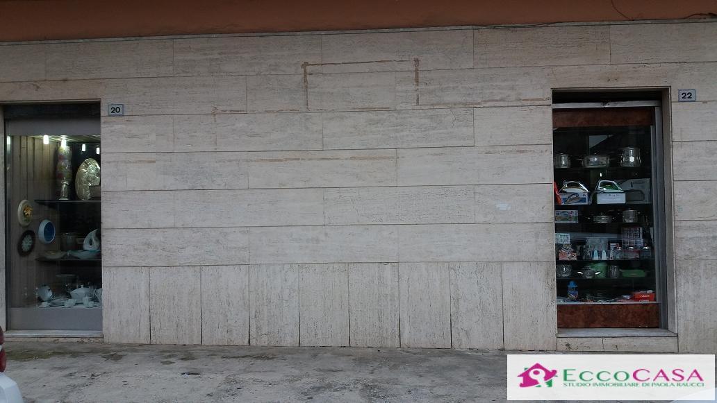 Negozio / Locale in affitto a Maddaloni, 9999 locali, prezzo € 600 | CambioCasa.it