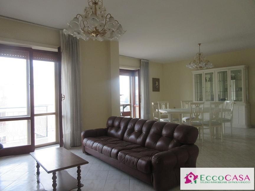 Appartamento in vendita a Maddaloni, 4 locali, prezzo € 150.000 | CambioCasa.it
