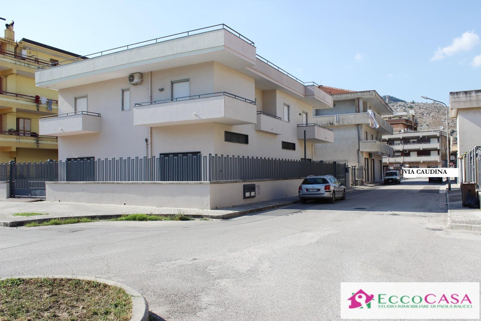 Negozio / Locale in affitto a Maddaloni, 9999 locali, prezzo € 900 | CambioCasa.it