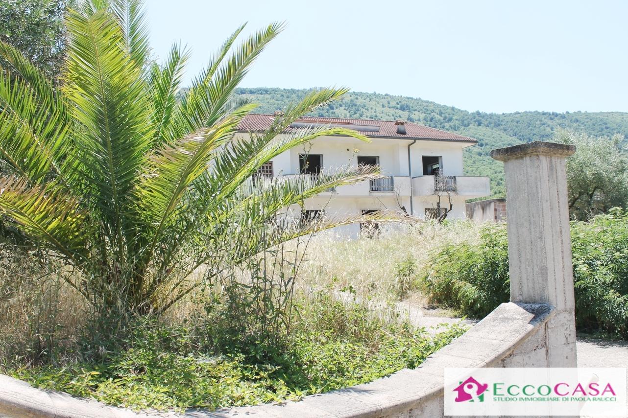 Soluzione Indipendente in vendita a Valle di Maddaloni, 9999 locali, prezzo € 400.000 | CambioCasa.it