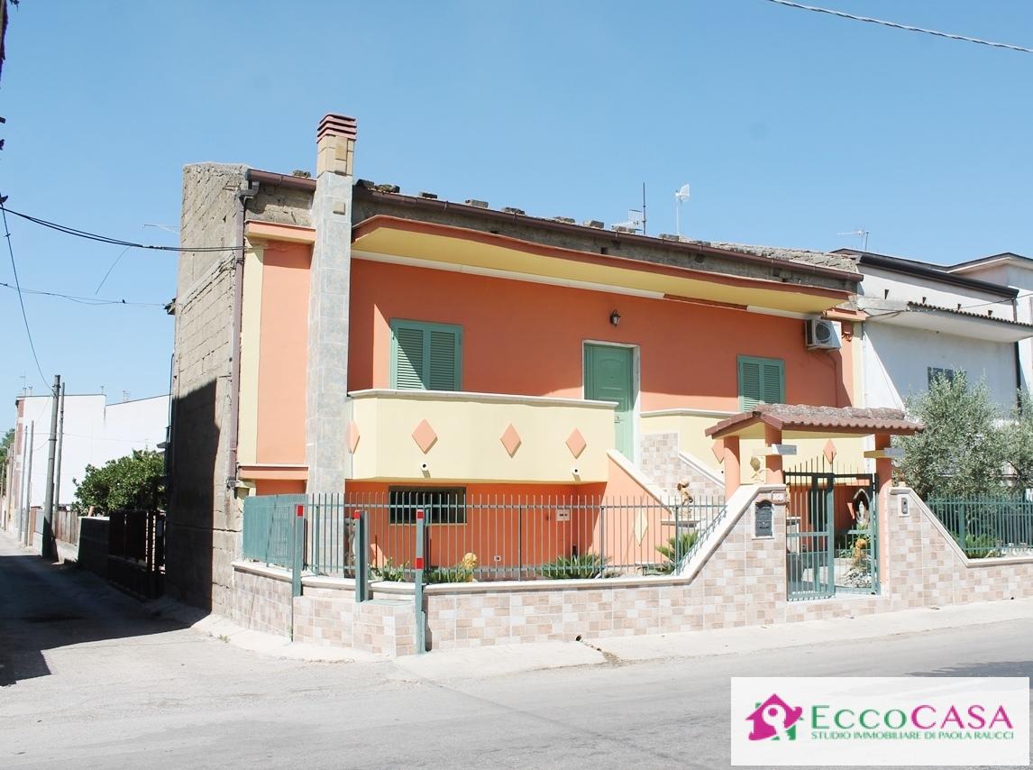 Soluzione Indipendente in vendita a Maddaloni, 5 locali, prezzo € 150.000 | CambioCasa.it