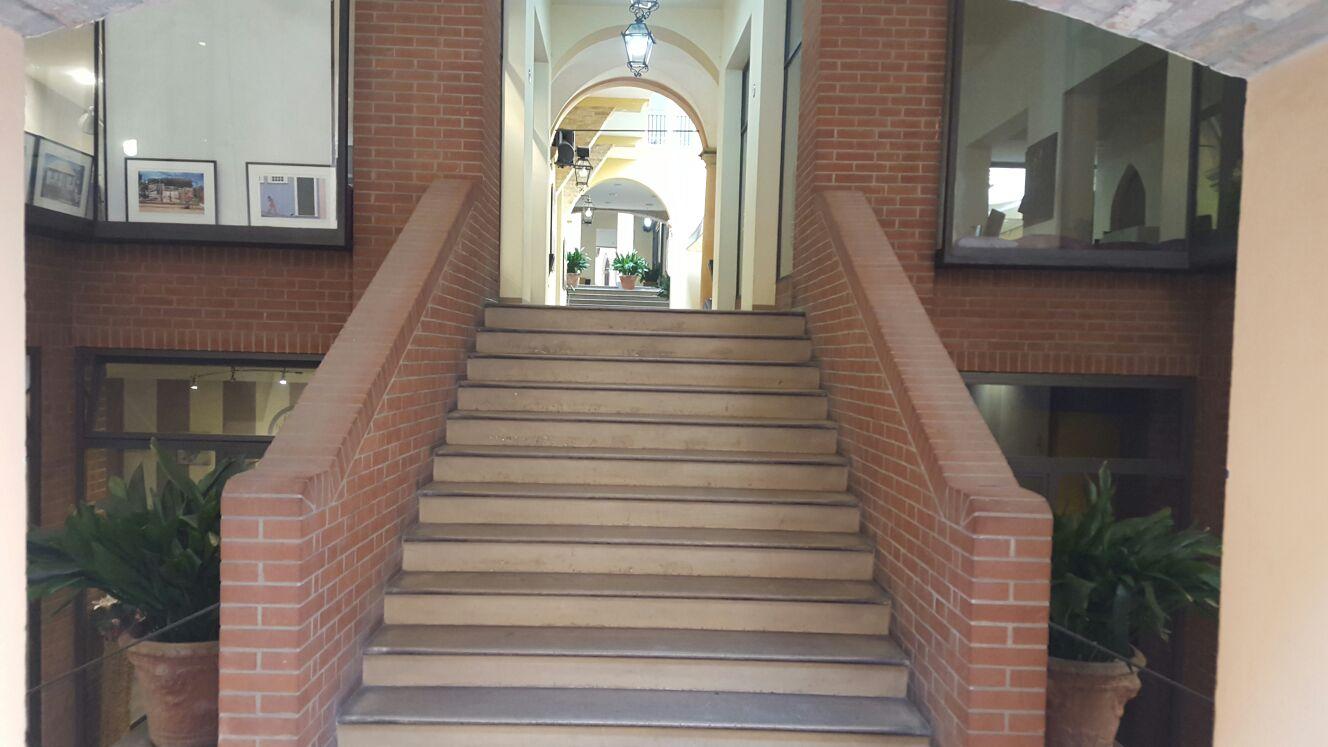 Negozio / Locale in affitto a Bologna, 9999 locali, zona Località: Centrostorico, prezzo € 1.150 | CambioCasa.it