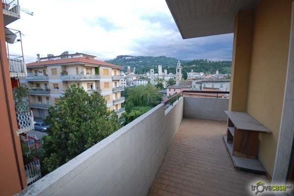 Appartamento in vendita a Ascoli Piceno, 6 locali, zona Località: BorgoSolestà, prezzo € 300.000 | Cambio Casa.it