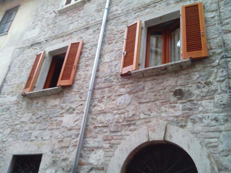 Appartamento in vendita a Ascoli Piceno, 4 locali, zona Località: CentroStorico, prezzo € 105.000 | CambioCasa.it
