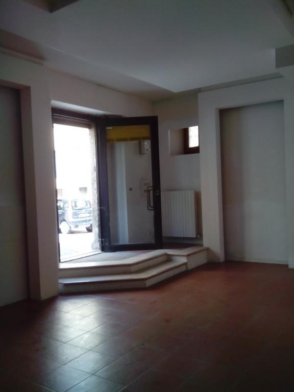 Negozio / Locale in affitto a Ascoli Piceno, 9999 locali, zona Località: CentroStorico, prezzo € 300 | CambioCasa.it