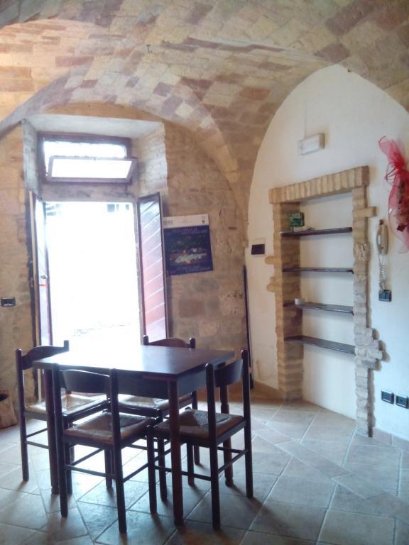 Laboratorio in vendita a Ascoli Piceno, 9999 locali, zona Località: CentroStorico, prezzo € 40.000 | Cambio Casa.it