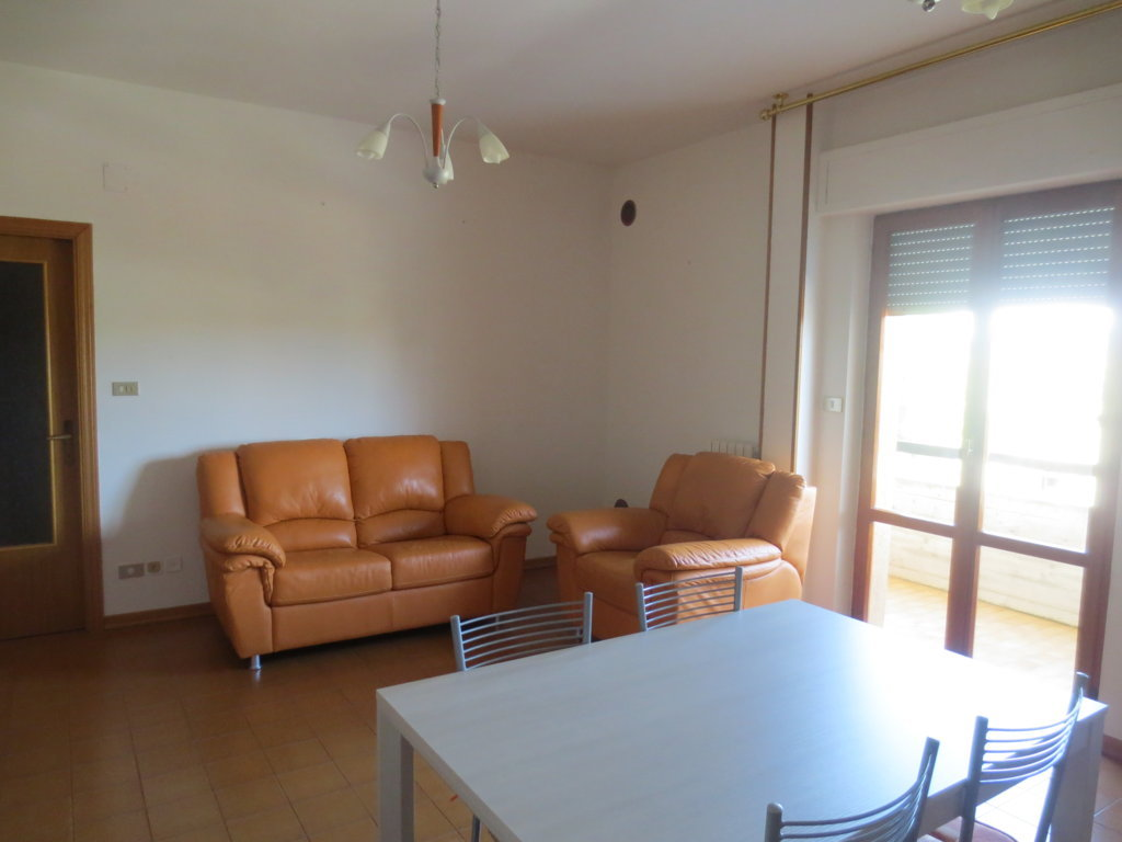 Appartamento in vendita a Ascoli Piceno, 3 locali, zona Località: PoggiodiBretta, prezzo € 75.000 | CambioCasa.it