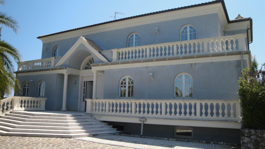 Villa vendita ROSETO DEGLI ABRUZZI (TE) - 7 LOCALI - 700 MQ
