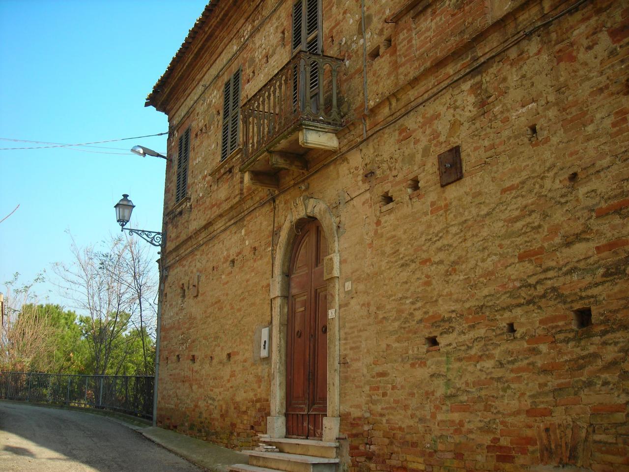 Soluzione Indipendente in vendita a Sant'Omero, 15 locali, zona Località: PoggioMorello, prezzo € 190.000 | Cambio Casa.it