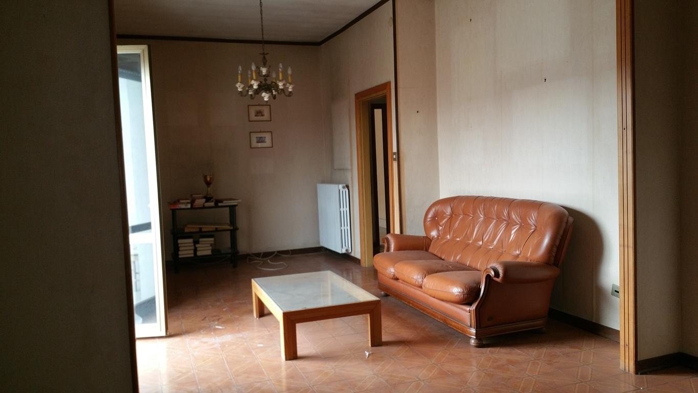 Appartamento in vendita a Ascoli Piceno, 4 locali, zona Zona: Tofare, prezzo € 150.000 | CambioCasa.it