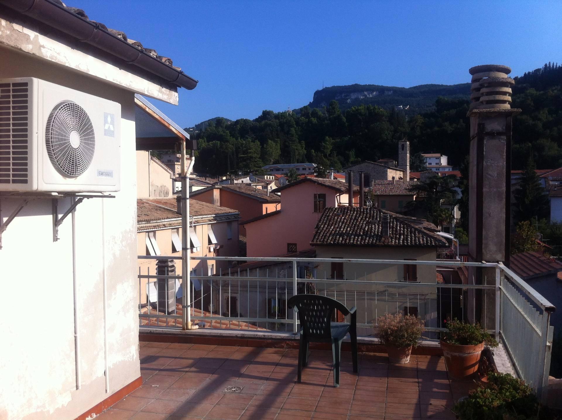Appartamento in affitto a Ascoli Piceno, 10 locali, zona Località: CentroStorico, prezzo € 600 | CambioCasa.it