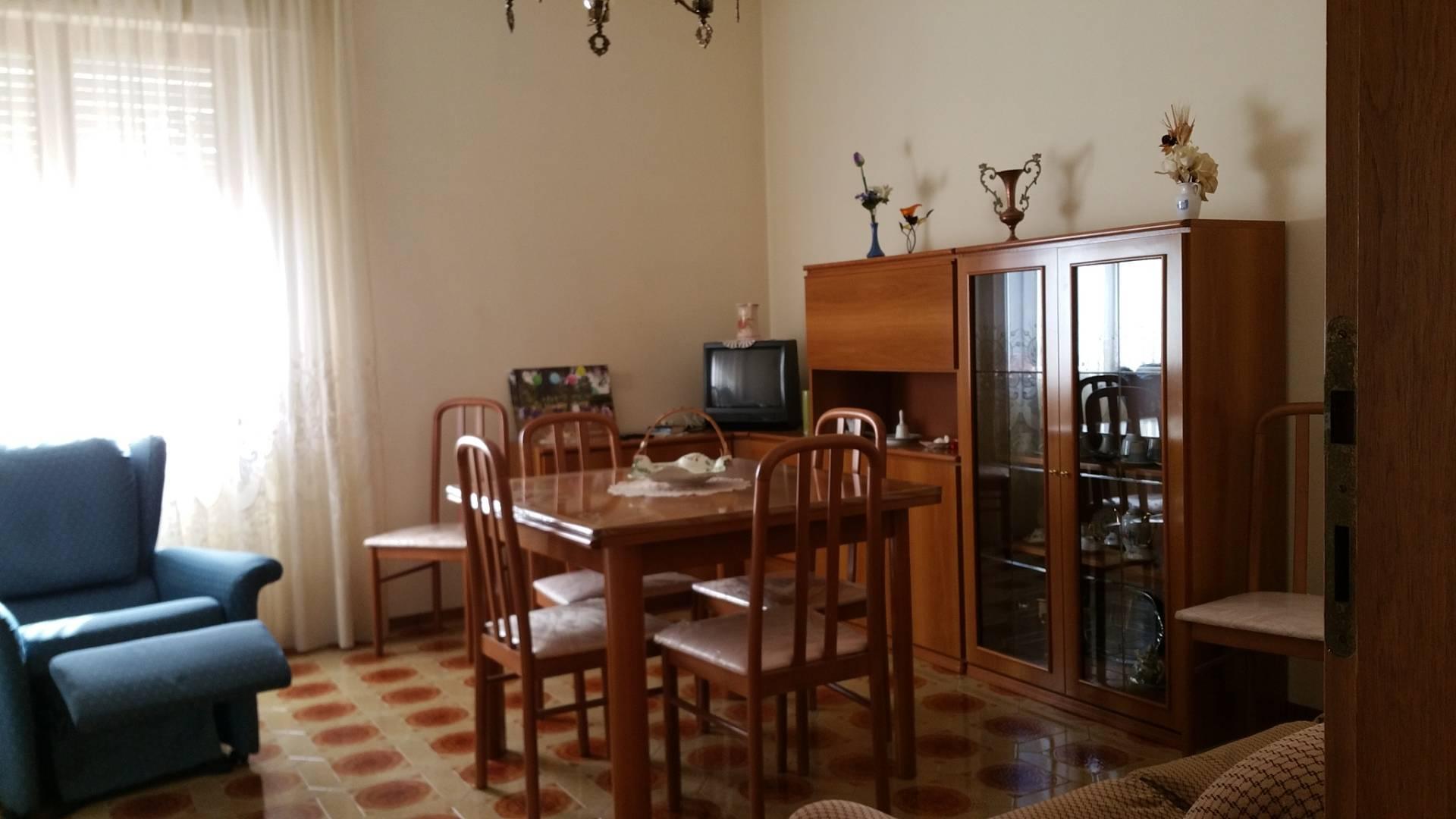 Appartamento in affitto a Ascoli Piceno, 4 locali, zona Località: PortaMaggiore, prezzo € 500 | Cambio Casa.it
