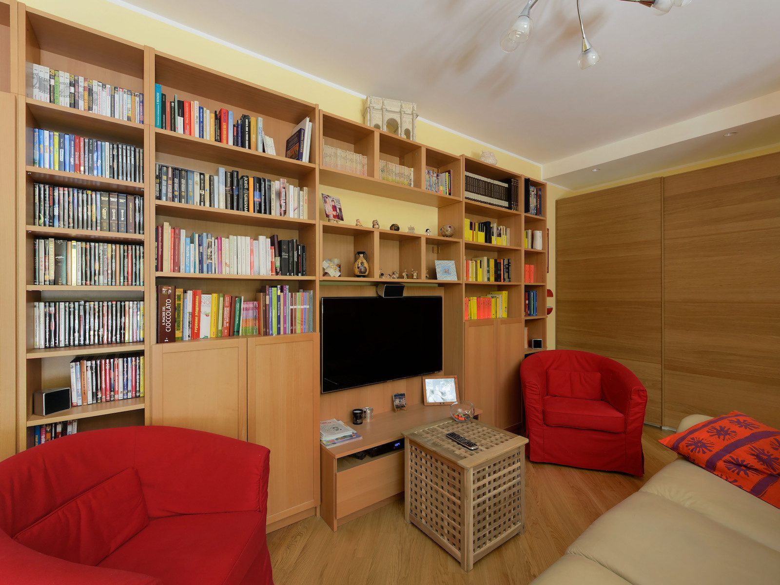 Appartamento in affitto a Folignano, 9 locali, zona Località: VillaPigna, prezzo € 170.000 | CambioCasa.it