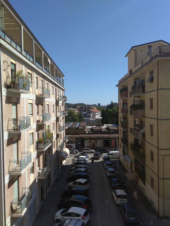Appartamento in vendita a Ascoli Piceno, 6 locali, zona Località: PiazzaImmacolata, prezzo € 130.000 | CambioCasa.it