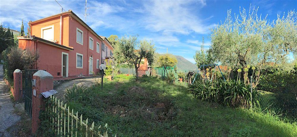 Rustico / Casale in vendita a Viareggio, 5 locali, zona Località: Camaiore/Lido/Massarosa/Entroterra, prezzo € 175.000 | Cambio Casa.it