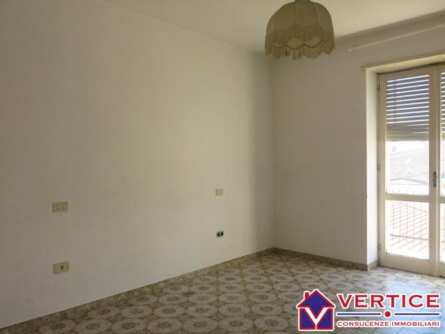 Appartamento in vendita a Fondi, 3 locali, zona Località: Centro, prezzo € 80.000 | Cambiocasa.it