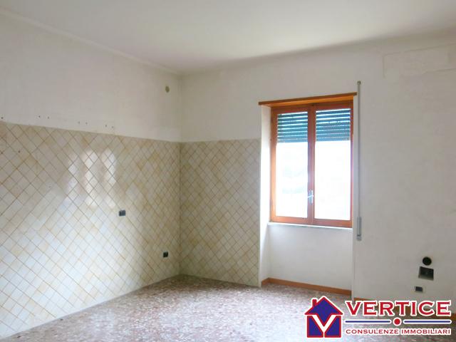 Appartamento in vendita a Fondi, 4 locali, zona Località: Semicentro, prezzo € 79.000 | Cambio Casa.it