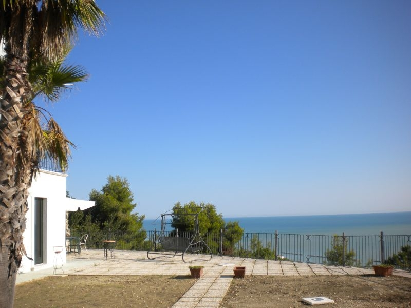 Villa in vendita a Cupra Marittima, 10 locali,  | Cambiocasa.it