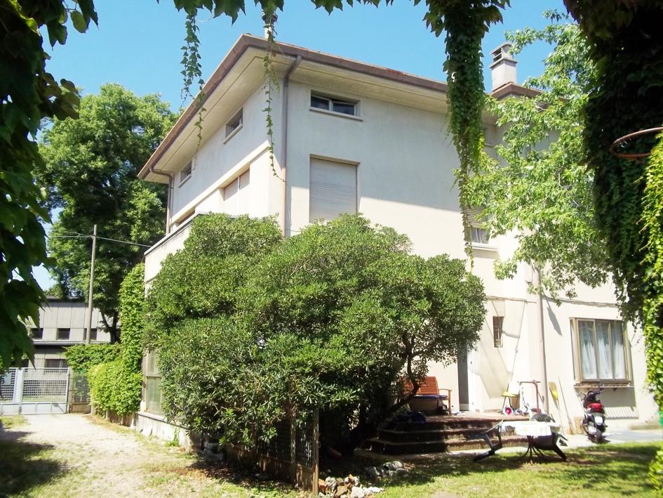 Villa in vendita a Udine, 6 locali, zona Zona: Semicentro, prezzo € 500.000 | Cambio Casa.it